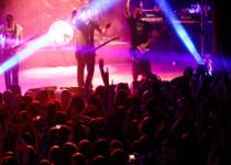 FOTOREPORT: Kafáči dovezli do Valašského Meziříčí velkou show a zaplnili koncertní sál