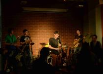 The Dust a Groovey v Café Práh